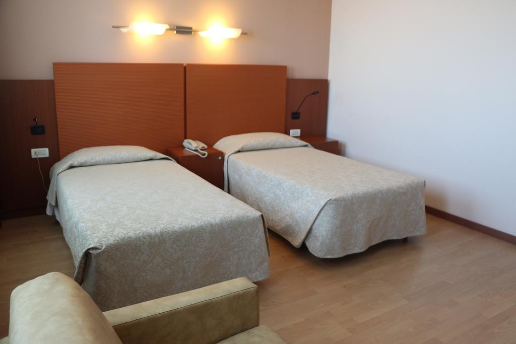 Camera Doppia con Letti Singoli - Bella Italia Palace Hotel